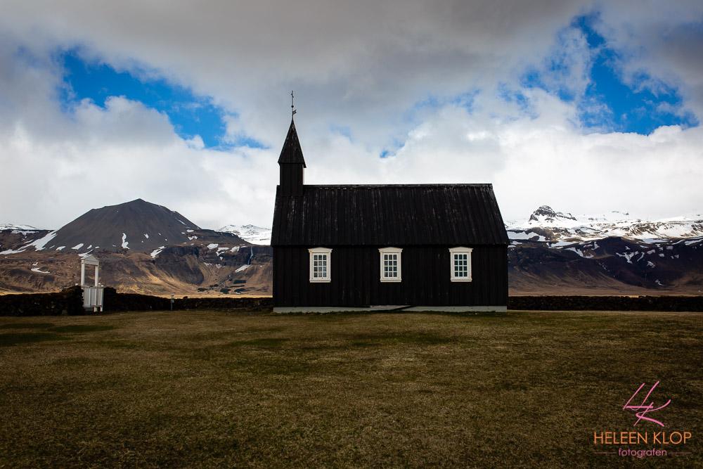 Zwart kerkje bij Budir