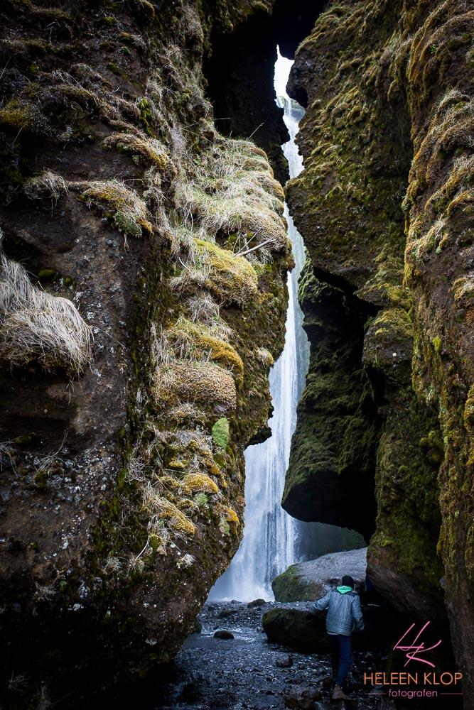 Verborgen waterval Gljufrafoss IJsland