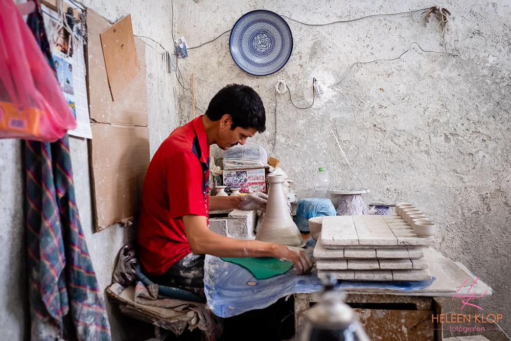Pottenbakker aan het werk in Fes